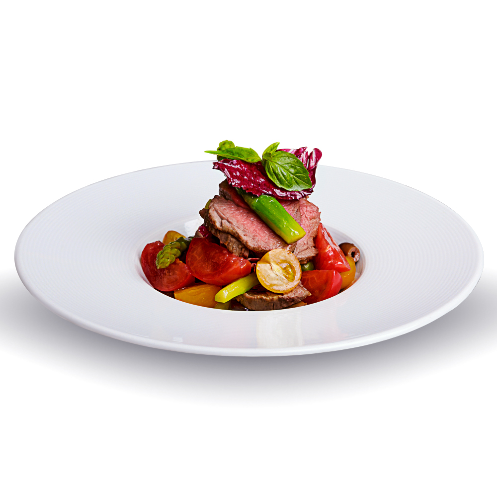 Warm salad with veal with asparagus